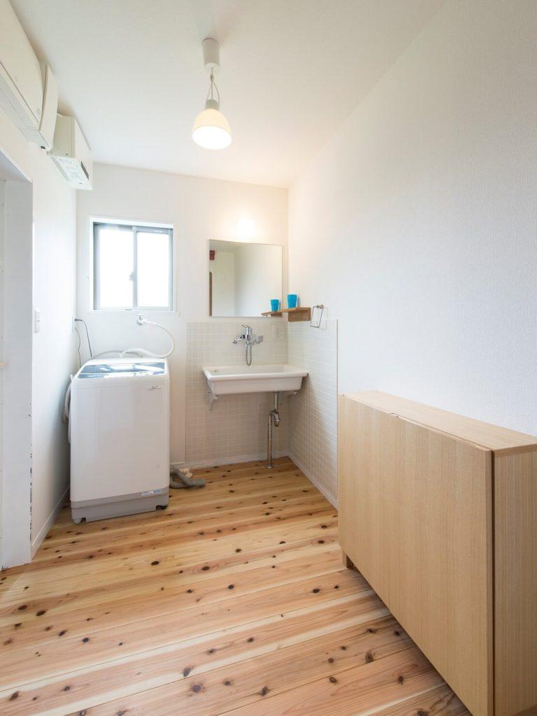 スッキリシンプルな洗面室