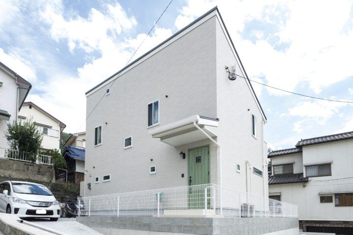 北九州市門司区「パパの隠れ家がある大収納の白い家」