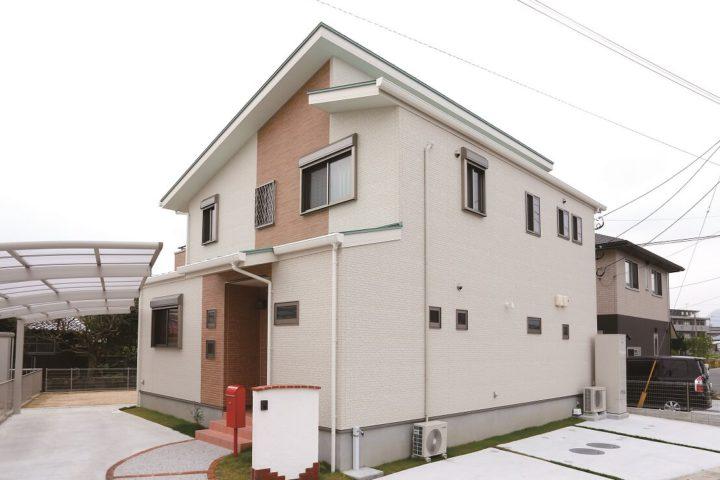行橋市「自然素材をふんだんに使った大収納の家」