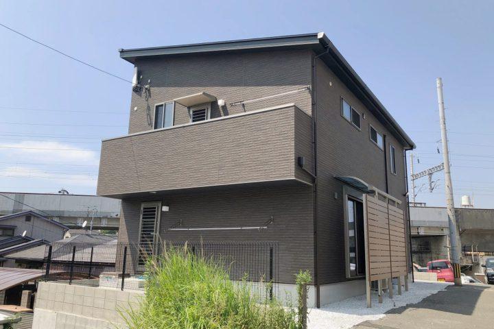 北九州市小倉北区「中2階にバルコニーがある家」