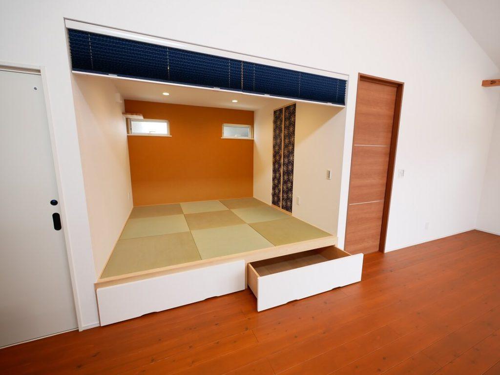 小上がり下も収納として上手に利用した和室