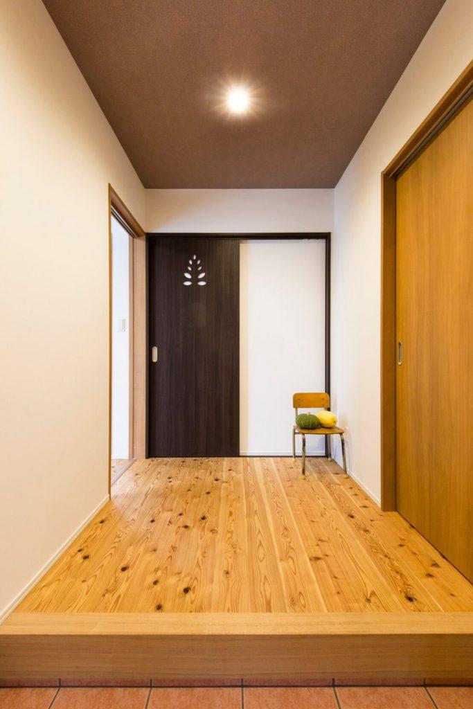 無垢床が気持ちいい玄関ホール