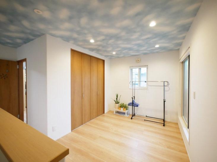 北九州市小倉南区「大収納のかわいい青ガルバの家」