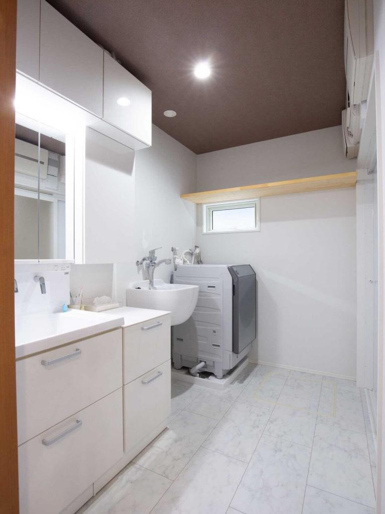 清潔感あふれる洗面室