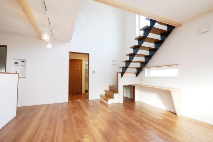 北九州市門司区「スケルトン階段のある明るく開放的な家」