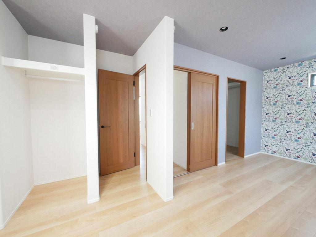 将来壁を付け2部屋に可変が可能な寝室