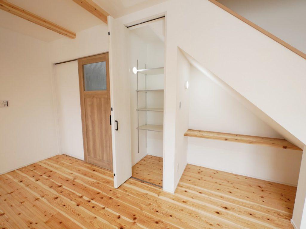 イーホームが施工した子育て住宅の階段下スペース写真