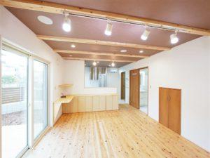 北九州のイーホームが建てる木の床の家