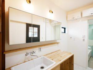 北九州のイーホームが建てる造作洗面台のある家