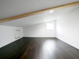 北九州市小倉南区「狭小地に建つ適所収納が光る家」のロフト