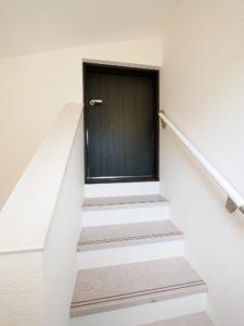 北九州市小倉南区「狭小地に建つ適所収納が光る家」のロフト入口