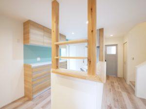 北九州市小倉南区「狭小地に建つ適所収納が光る家」のキッチン