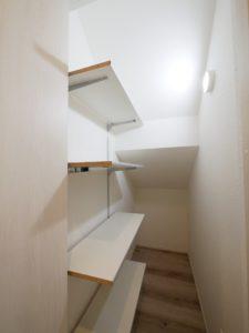 北九州市小倉南区「狭小地に建つ適所収納が光る家」の階段下収納