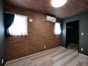 北九州市小倉南区「狭小地に建つ適所収納が光る家」の寝室