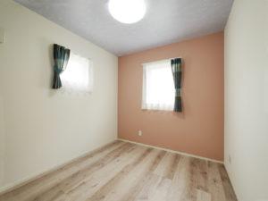 北九州市小倉南区「狭小地に建つ適所収納が光る家」の子ども室②