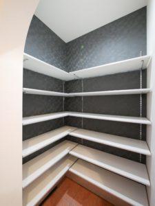 北九州市小倉南区「狭小地に建つ適所収納が光る家」の玄関収納