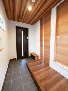 【北九州のイーホーム】縦長玄関の施工事例