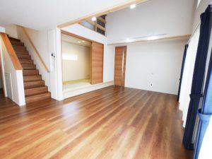 【北九州のイーホーム】リビングと続きで使える小上がり和室の施工事例