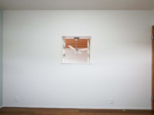 【北九州のイーホーム】小窓がある子ども部屋の施工事例